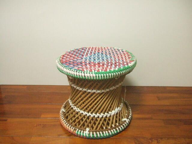【タイ製】竹とPPバンドで作られた椅子 ラウンドスツール 色合いが鮮やか オレンジ色