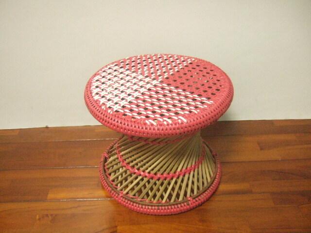 【タイ製】竹とPPバンドで作られた椅子 ラウンドスツール 色合いが鮮やか オレンジ 白 緑 ピンク【送料別設定】