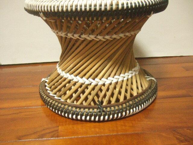 【タイ製】竹とPPバンドで作られた椅子 ラウンドスツール 黒 白