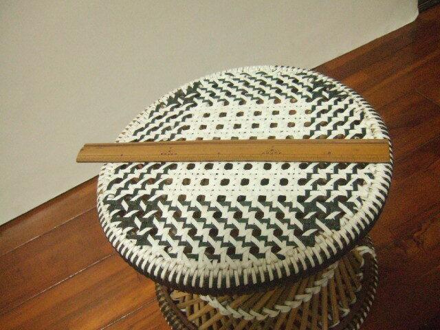 【タイ製】竹とPPバンドで作られた椅子 ラウンドスツール 色合いが鮮やか ピンク 水色 赤
