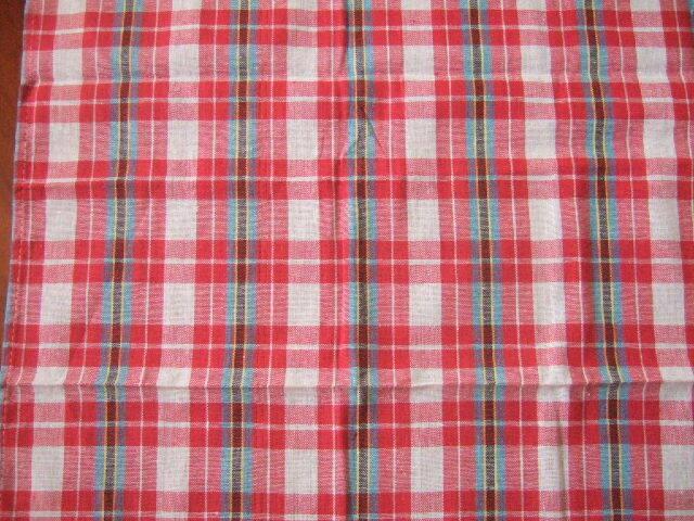 【タイ製】パーカオマー タイの布 ピンク 赤 白のチェック柄(一部に青 黄色 黒) 176x75cm