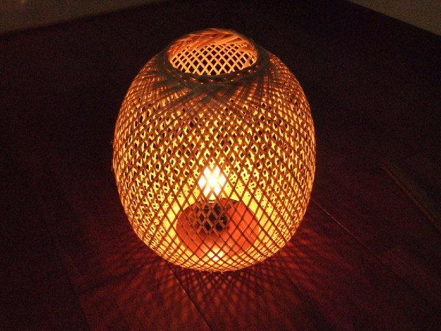 【タイ製】提灯タイプのランプシェード 竹製 高さ20cm 癒されます