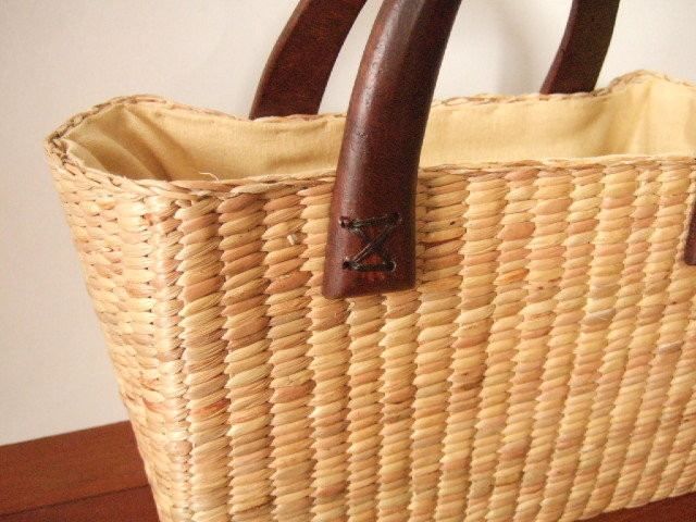 【タイ製】ウォーターヒヤシンス直方体かごバッグ 巾着付き 持ち手マンゴーの木 25x13x17cm