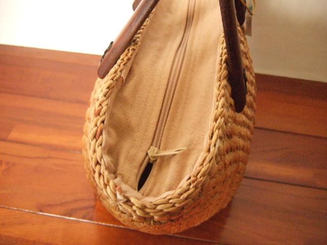【タイ製】ウォーターヒヤシンス マンゴーの持ち手かごバッグ コロンとした形状 底が丸形 台形 ファスナー付き 40cm