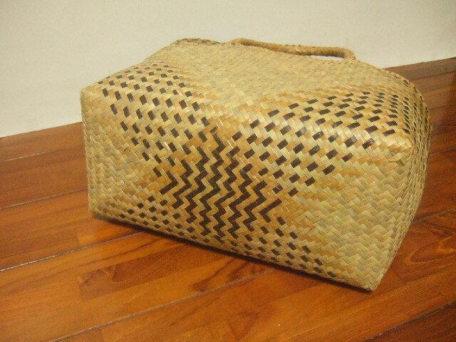 【タイ製】カチューで作られたかご 2重構造タイプ イエロー&茶色の柄 幅37cm 持ち手も同素材