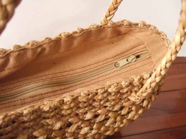 【タイ製】ウォーターヒヤシンス素材 透かし編み風 コロンとした形状のかごバッグ 幅28cm ファスナー付き