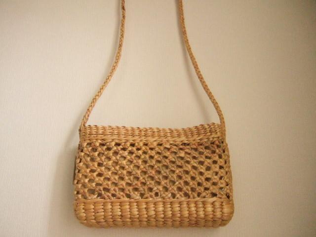 【タイ製】ウォーターヒヤシンスのショルダーかごバッグ 粗目の特徴的編み方 直方体 紐も同素材 幅25cm