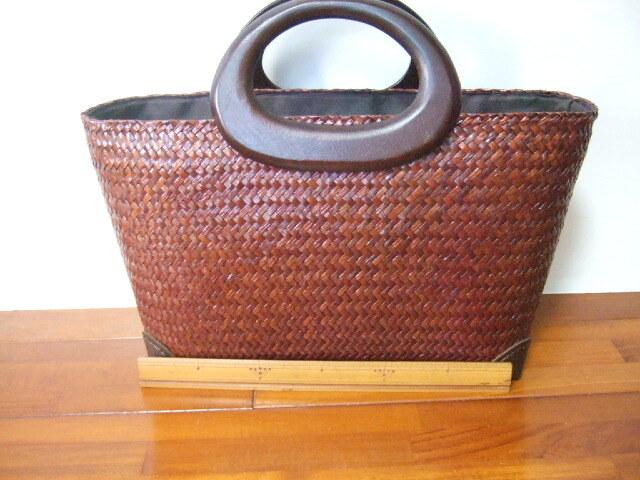 【タイ製】カチューで作られたお洒落かご 持ち手はマンゴーの木 ファスナー付 ダークブラウン