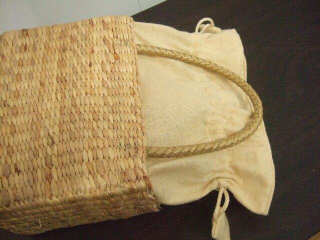 【タイ製】ウォーターヒヤシンス 小さめ直方体 ハンドバッグ 巾着 持ち手はゴールド 幅19cm