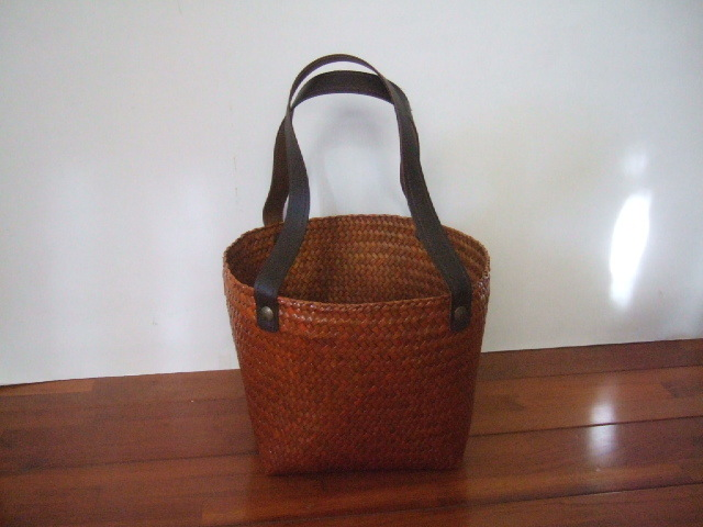 【タイ製】カチューで作られたスクエアかごバッグ 底18cm正方形 キャメル 持ち手合皮