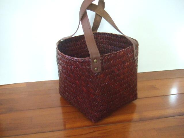 【タイ製】カチューで作られたスクエアのかごバッグ 底18cm正方形 ブラウン 持ち手合皮