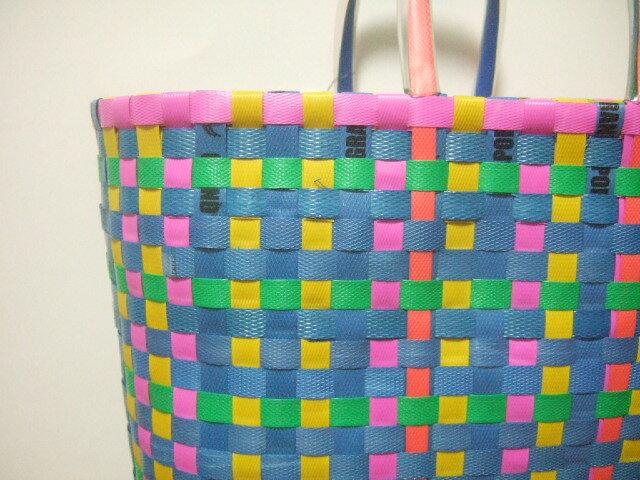 【タイ製】PPバンドで編まれた カラフルな色合いのかごバッグ 大サイズ 黄色 青 黒 白