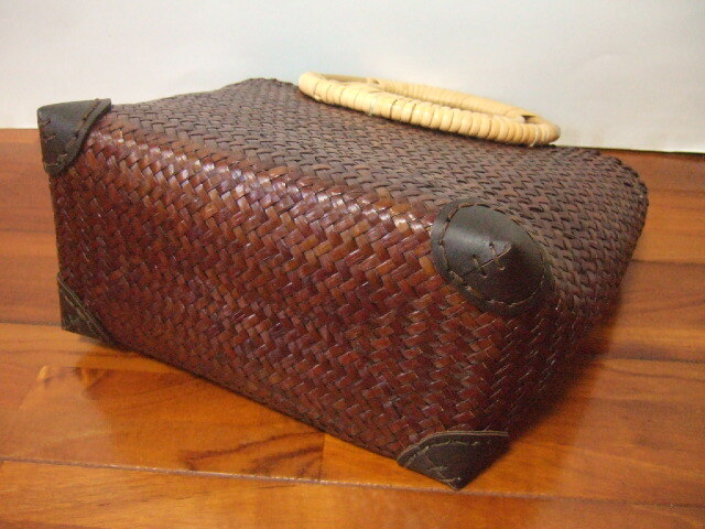 【タイ製】持ち手がバンブー製おしゃれなかごバッグ 角が補強済み ナチュラルタイプ