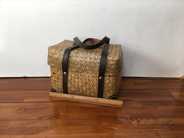 タイ製 カチューという水草のかごバッグ 直方体でフタ付 紐は合皮 大サイズ 34x20x22 ブラウン