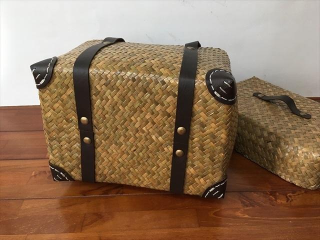 【タイ製】 カチューという水草のかごバッグ 直方体でフタ付 紐は合皮 大サイズ 39x19x22 ナチュラル