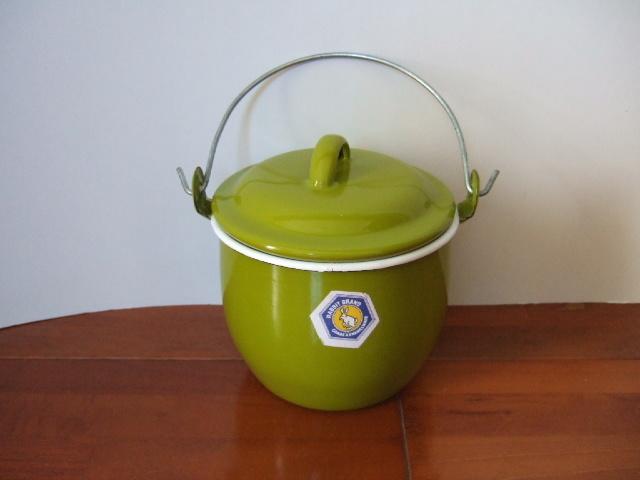 タイ製ホーローストッカー・ポット(バケツ)フタ付 お鍋としてもOK 黄緑色