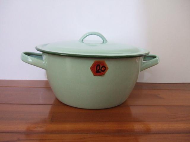 タイ製ホーロー両手鍋ふた付き20cmPENGUIN ミントグリーン