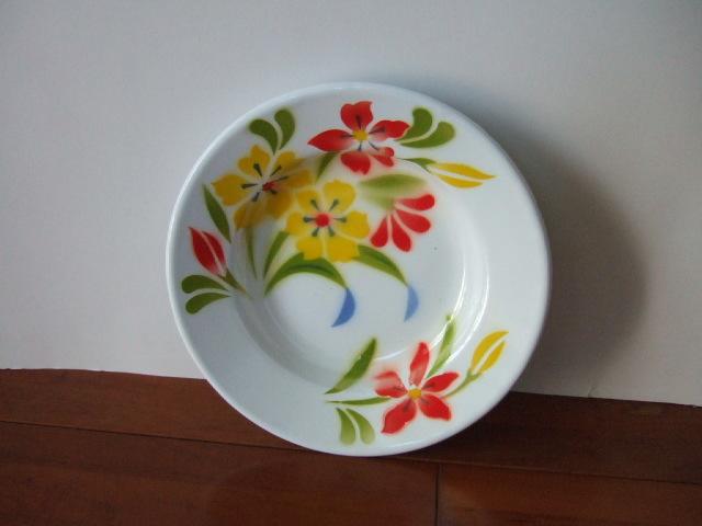 【タイ製】ホーローのお皿(プレート) 赤&黄の花柄 ユリ 直径20.5cmサイズ