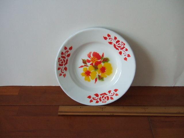 【タイ製】ホーローのお皿(プレート)周りに赤の絵柄 直径18cmサイズ