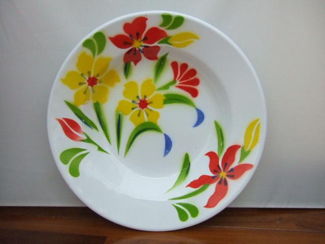 【タイ製】ホーロープレート かわいい花柄 白 直径23cm Aユリ