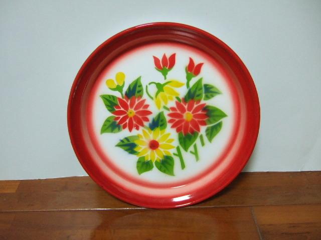 【タイ製】ホーロープレート 22.5cm 赤 赤&黄の2色花柄 Bタイプ 日々のお皿として