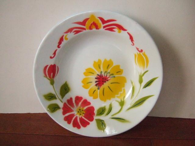 【タイ製】ホーローのお皿(プレート) かわいい花柄 白 直径23cm ハイビスカス
