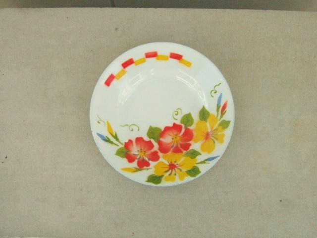 【タイ製】ホーローのお皿(プレート)ハイビスカスと赤と黄色の四角柄 直径18cmサイズ
