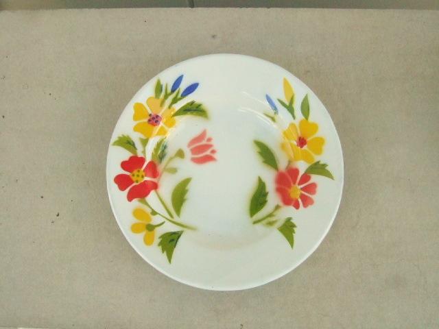 【タイ製】ホーローのお皿(プレート)タイの赤と黄色のお花柄 直径20.5cmサイズ