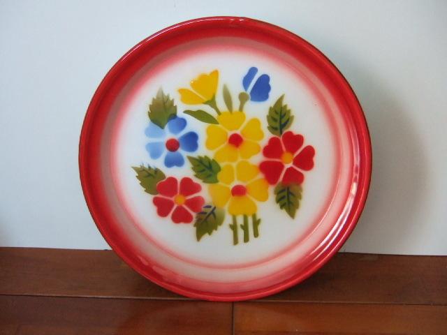 【タイ製】ホーロープレート 花柄赤 直径22.5cm 日々のお皿として