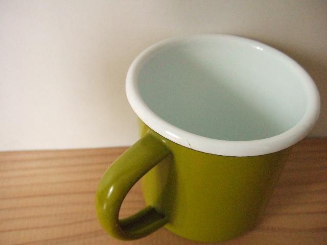 【タイ製】ホーローマグカップ 黄緑色 シンプルなマグカップ