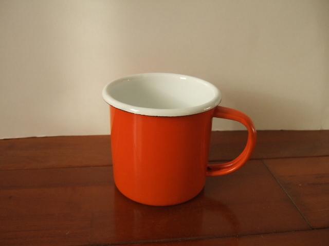 タイ製ホーローのシンプルなマグカップ【オレンジ色】