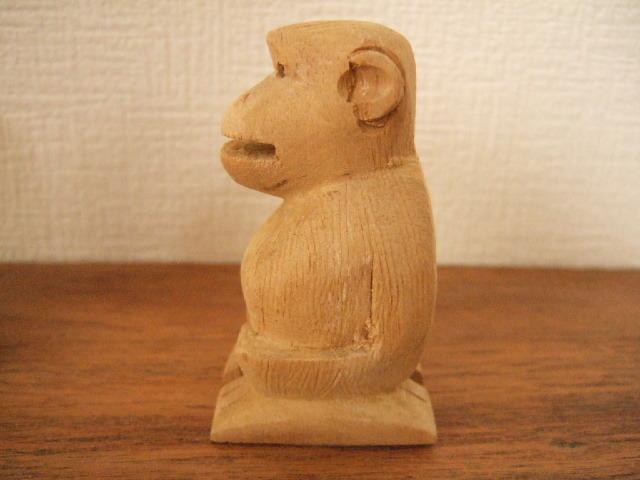 【タイ製】木で作られたサルのカードホルダー ハンドメイド 力が抜ける