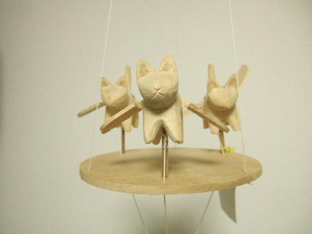 【タイ製】空飛ぶネコさんのモビール 動きで癒されます タイ製玩具