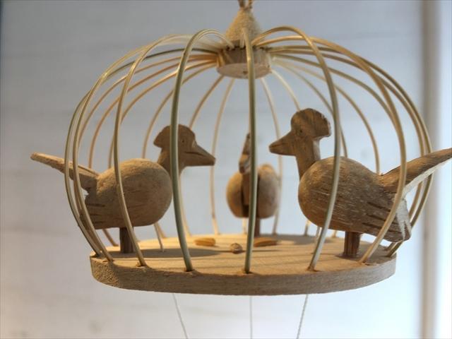 【タイ製】鳥さんかごの中でエサ食べてるモビール 癒される玩具