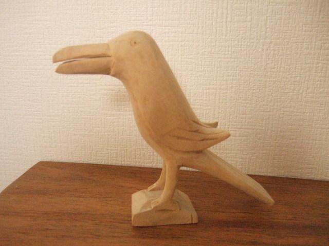 【タイ製】木で作られた 鳥さんカードホルダー 嘴が長いタイプの鳥