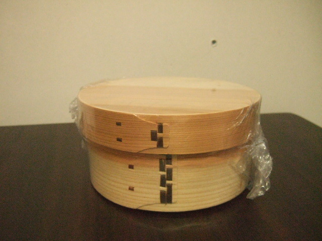 木製でよい香りの漂う台湾製の曲げわっぱ 丸型タイプ お弁当用に