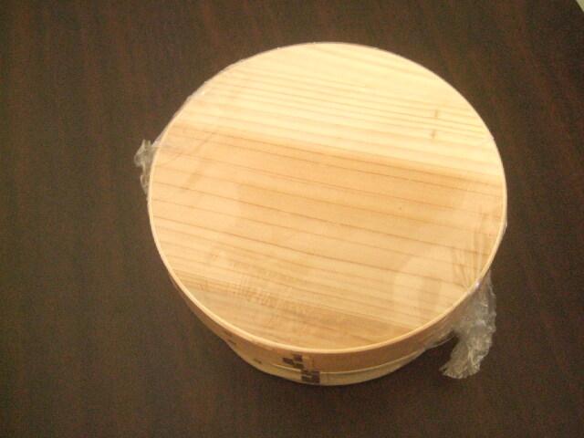 木製でよい香りの漂う台湾製の曲げわっぱ 丸型タイプ 直径15cm お弁当用に