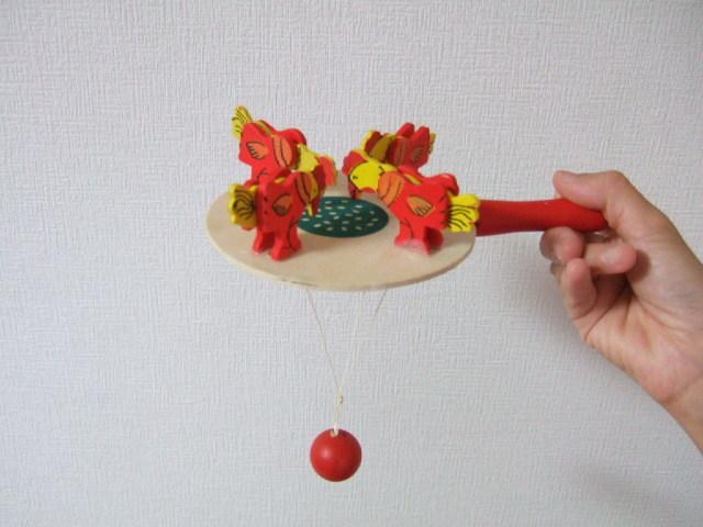 【タイ製】鳥さんがエサを食べてる玩具 手回しタイプ 木製で懐かしい