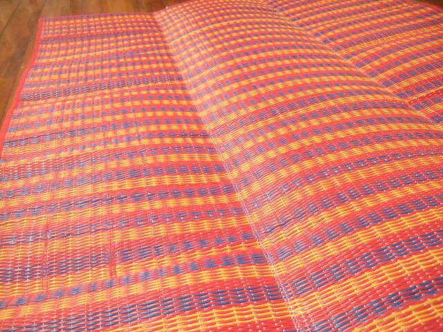 【タイ製】レジャーシート 小サイズ 赤緑青 175x95サイズ プラスチック製