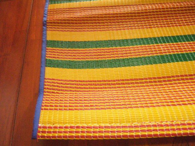 【タイ製】レジャーシート 大サイズ 黄色&緑&赤 184x150 プラスチック製