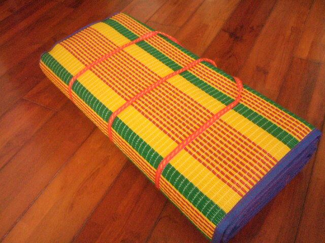 【タイ製】レジャーシート 中サイズ 紺&緑 162x133cm 760g プラスチック製