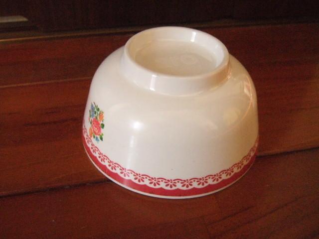 【タイ製】メラミンのお椀 マカイ 直径11cm 赤の花柄