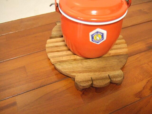 タイ発の鍋敷き 鼻下がってる象さん形状の面白デザイン 木製