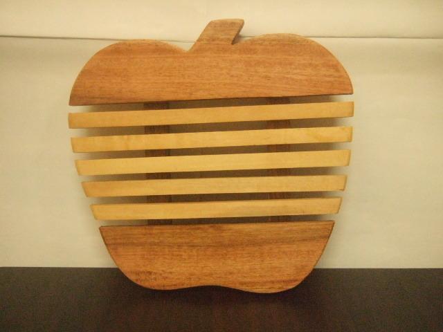 タイ発の鍋敷き りんごの形状の面白デザイン 木製