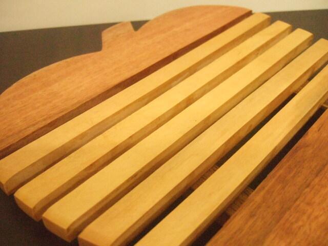 タイ発の鍋敷き りんご形状の面白デザイン 木製【レターパック可】