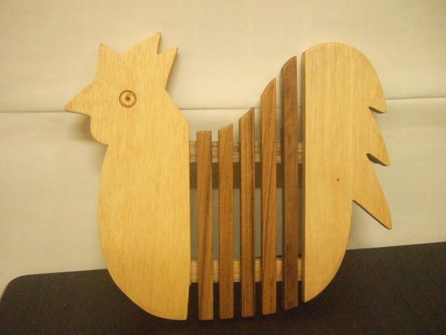 タイ発の鍋敷き ニワトリの形状の面白デザイン 木製