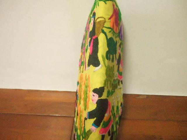 ラオス製 農作業風景を手刺繍したお財布 緑色の地 ハンドメイド 薄型お財布【レターパック可】