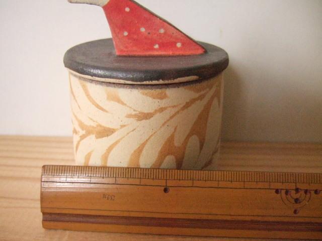沖縄産 ツチノヒ やちむん 鳥さん香合 唐草柄 赤