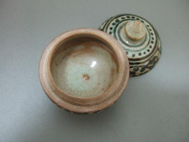 【タイ製】サンカローク焼きの香合 唐草模様