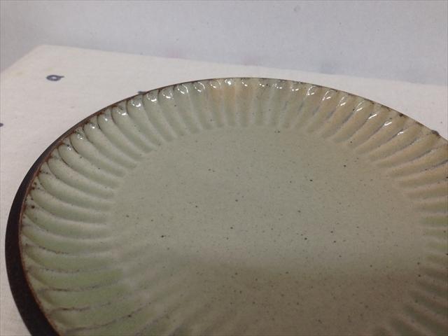 沖縄産 ツチノヒ やちむん 5寸皿 しのぎ白